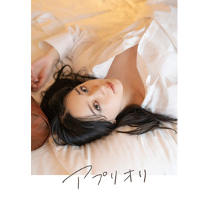 """Photobook """"a priori"""" (Comes with B-Set of """"cheki""""-style bromides)"""